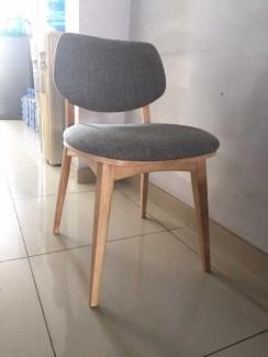 Bán ghế gỗ chân trụ có bọc nệm
