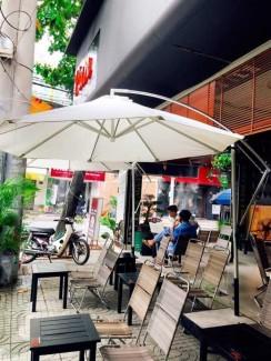 Dù lệch tâm màu trắng cho quán cafe