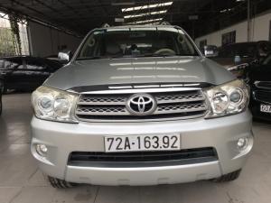 Bán Toyota Fortuner V 2.7AT màu bạc số tự động máy xăng 2 cầu gốc Sài Gòn sản xuất 2010
