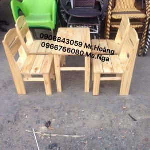 Bộ bàn ghế gỗ nhỏ gọn