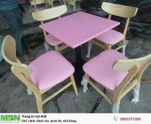 Bộ bàn gỗ mặt vuông và ghế bọc nệm màu tím