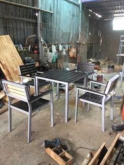 Thanh lý gấp bộ bàn ghế gỗ,giá rẻ tại xưởng