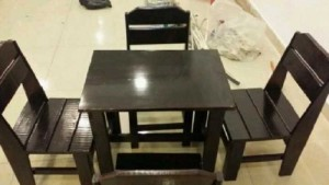 Thanh lý gấp bộ bàn ghế gỗ sơn Pu