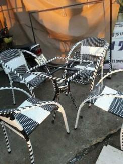 Bộ bàn ghế mây nhựa màu xám trắng cho quán cafe