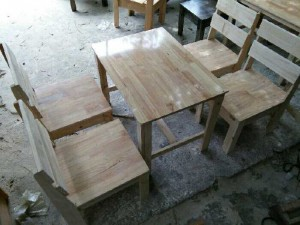 Bàn ghế gỗ quán ăn BT02