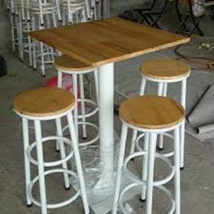 Bộ bàn gỗ mặt vuông và ghế chân nhôm màu trắng