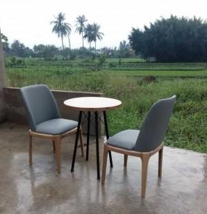 Bộ bàn tròn và ghế bọc nệm ngồi thư giãn