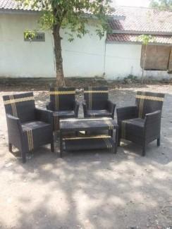 Bàn ghế cafe sân vườn màu đen