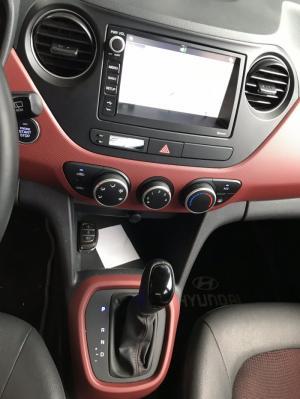Bán Hyundai Grand i10 HB 1.2AT màu bạc số tự động sản xuất 2017 chạy đúng 13000km