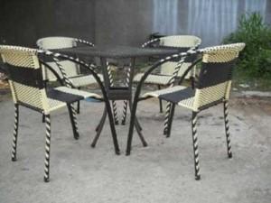 Bộ bàn ghế mây nhựa BBV02