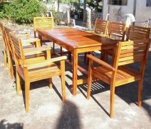 Bộ bàn ghế gỗ chân cao ngoài trời,giao hàng toàn quốc