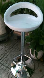 Ghế bar màu trắng,giao hàng toàn quốc