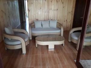Bộ bàn ghế gỗ có bọc nệm màu xanh