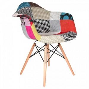 Ghế gỗ 4 chân trụ hình thổ cẩm