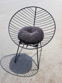 Ghế sắt có bọc nệm màu nâu