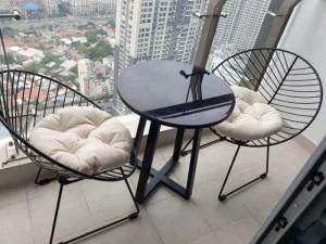 Bộ bàn mặt tròn và chân ghế sắt