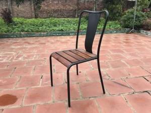 Ghế gỗ dành cho sân vườn