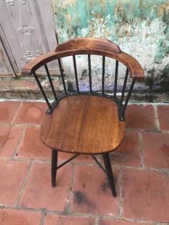 Ghế gỗ có lưng vịn