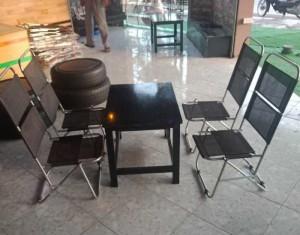 Ghế xếp lưới và bàn gỗ cao cấp