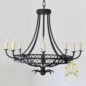 Đèn chùm sắt với thiết kế hiện đại sang trọng