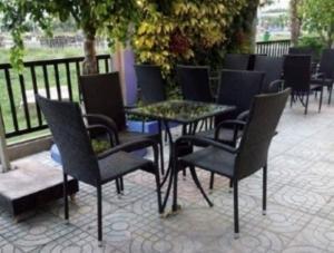 Thanh lý bàn ghế cafe giá rẻ, bộ bàn ghế cafe mây nhựa giá rẻ-XMN114