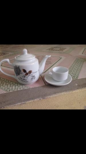 ấm trà sứ bát tràng có in ấn logo theo yêu cầu để làm quà tặng cho khách hàng