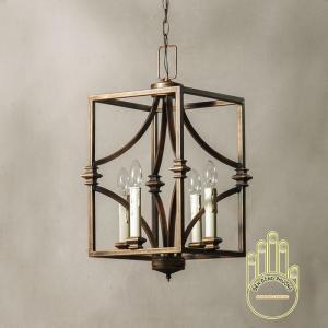 Đèn chùm sắt tứ giác cổ điển mang nét đẹp nhẹ nhàng cho lối đi hành lang