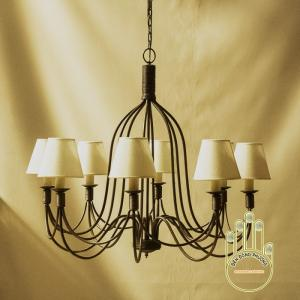 Đèn chùm sắt cổ điển với thiết kế nhẹ nhàng, mẫu mã đa dạng cho phòng ngủ thêm lung linh