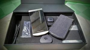 Điện thoại Blackberry Porsche Design P9982