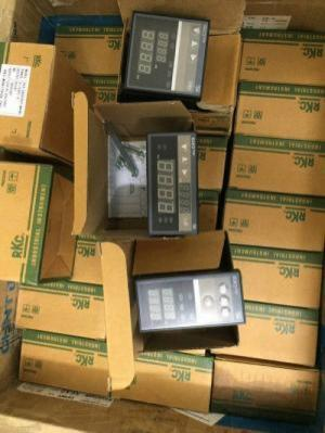 Đồng hồ điều khiển nhiệt độ RKC - C700, relay 0 - 1300 độ C