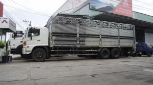 2018-12-13 15:16:27  5 Giá xe tải Hino FL 16 tấn thùng chở heo, gia súc 3 tầng có bửng nâng hạ - Gọi 0978015468 (MrGiang 24/24) Xe tải Hino FL 16 tấn thùng chở heo, gia súc 3 tầng có bửng nâng hạ 950,000,000
