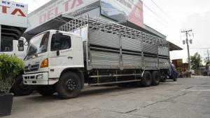 2018-12-13 15:16:27 Xe tải Hino FL 16 tấn thùng chở heo, gia súc 3 tầng có bửng nâng hạ 950,000,000