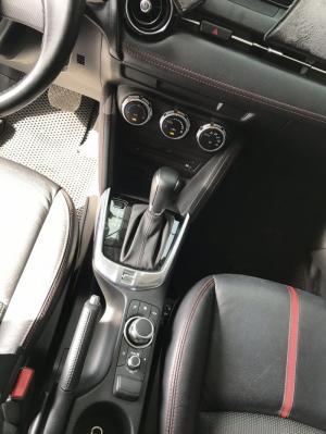 Bán Mazda 2 sedan 1.5AT màu trắng số tự động sản xuất 2018 biển tỉnh chạy lướt 13000km