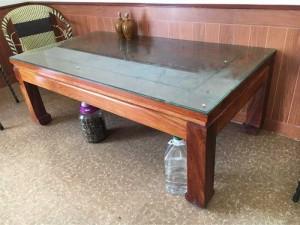 Bàn đặt mua từ Lào gỗ Đinh hương đỏ, kt 85x150cm, mặt dày 4cm, dạng khung tranh liền mặt, cao 60cm