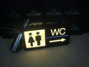 Biển WC bằng chất liệu mica có gắn đèn led