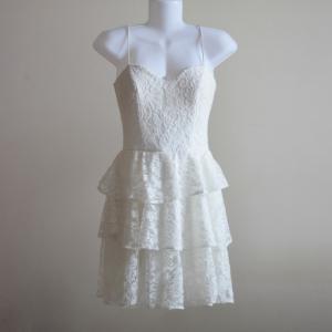 Đầm ren tầng màu trắng đẹp