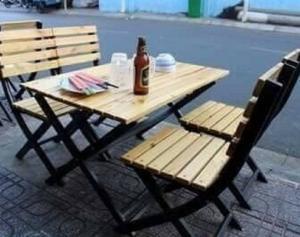 Bàn ghế gổ cafe quán nhậu giá rẻ tại xưởng sản xuất HGH 0007
