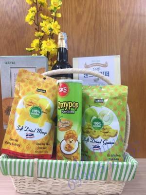 Bắp rang bơ Malaysia và trái cây sấy dẻo Thái Lan