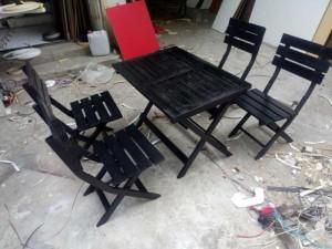 Bàn ghế gỗ xếp màu đen kinh doanh quán ăn