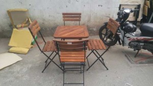 Bàn ghế gỗ xếp chân sắt,miễn phí vận chuyển