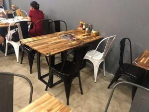 Bộ bàn gỗ vuông kết hợp với ghế toelix kinh doanh quán ăn