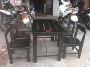 Bàn ghế gỗ có sơn Pu màu đen kinh doanh quán cóc