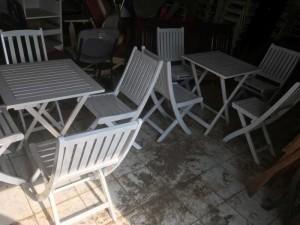 Bàn ghế gỗ xếp màu trắng ,giao hàng toàn quốc