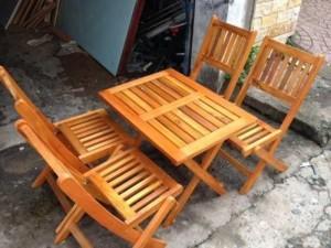 Bàn ghế gỗ xếp thuận tiện cho việc sử dụng