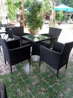 Bộ bàn mặt kính vuông kết hợp với ghế mây nhựa