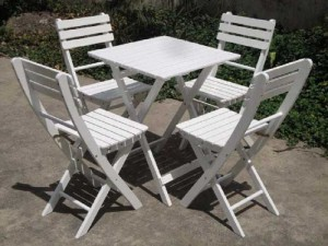 Cần bán bàn ghế gỗ xếp màu trắng ngoài trời