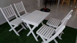 Bàn ghế gỗ xếp màu trắng kinh doanh cafe