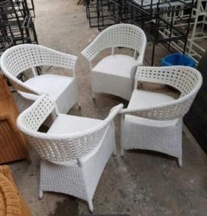Bộ ghế nhựa cafe giả mây màu trắng