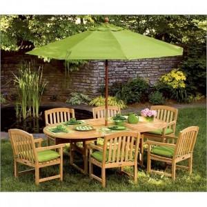 Bộ bàn ghế gỗ có bọc nệm xanh lá cây ngoài trời