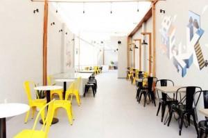 Ghế nhựa nhìu màu trong kinh doanh cafe